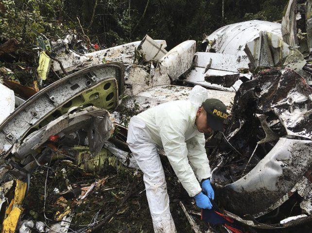 Espantoso. Los rescatistas terminaron ayer de recuperar los cuerpos de las víctimas fatales.