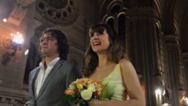 Gustavo Ortiz y Mercedes Velan en el altar.