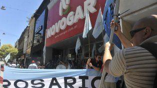 La protesta de Empleados de Comercio frente al local de Novogar ubicado en la peatonal.