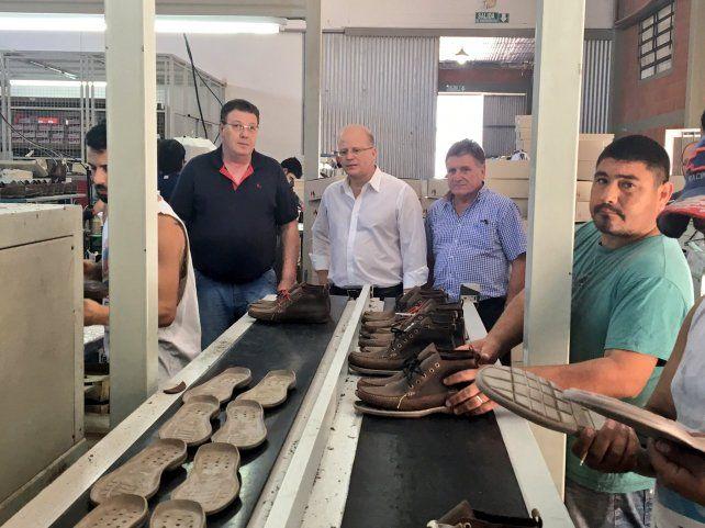 Visita. El ministro Contigiani recorrió la fábrica Wylers