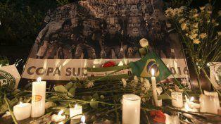Desastre. Una fotografía de los jugadores fallecidos durante un homenaje en Colombia.