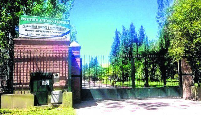 Aberrante. Ingreso al Instituto Próvolo. El gobernador Cornejo dijo que la Iglesia no puede no tener responsabilidad.
