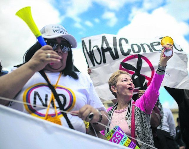 Rechazo. Los opositores al acuerdo manifestaron frente al Congreso.