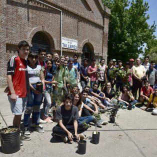 Conciencia y educación ambiental. Estudiantes y profesores comprometidos con la naturaleza.