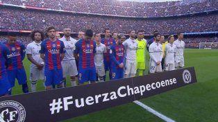 Con Messi a la cabeza, los jugadores de Barcelona y Real Madrid homenajearon a Chapecoense