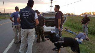 Un can detector facilitó el arresto de los tres ocupantes del auto.