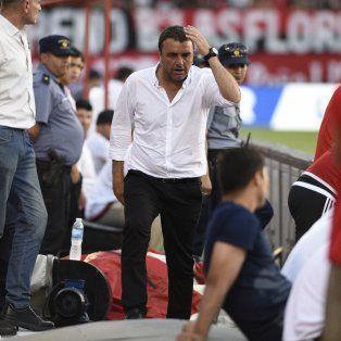 Osella se retira expulsado luego de reclamarle al árbitro Pitan por la situación de Walter Erviti.