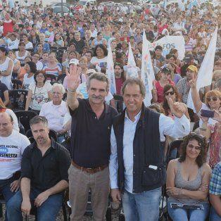 El Chivo Rossi y Daniel Scioli convocaron a gran número de dirigentes y militantes.