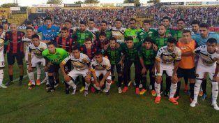 En Bahía Blanca. Los futbolistas de San Lorenzo lucieron las camisetas que intercambiaron en el último partido en Chapecó.