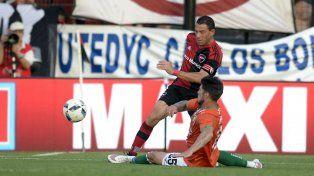 Stop. Maxi Rodríguez, quien fue ovacionado por los 200 partidos en el club, no puede superar a Matheu.