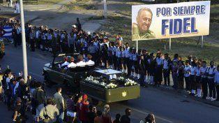 La caravana con las cenizas de Fidel llegaron al cementerio de Santiago de Cuba