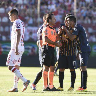 El uruguayo Camacho reveló por qué el árbitro Pompei le sacó la roja directa