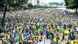 Reclamo. Una marea humana colmó las playas de Río de Janeiro.