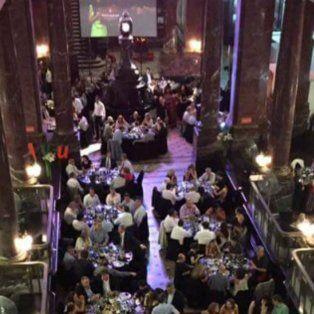 La cena se realizó para celebrar los 48 años de la UNR.