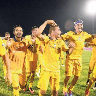 El penúltimo festejo. Todo Central celebra la clasificación a la final de la Copa Argentina tras derrotar 2 a 0 a Belgrano en Formosa. Jugará la definición por tercer año seguido.