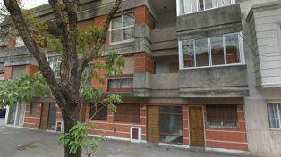 La mujer saltó desde el balcón de su departamento para no ser violada.