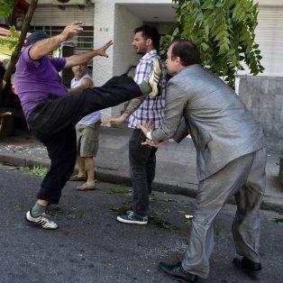 dos hombres protagonizaron una brutal pelea por una discusion de transito