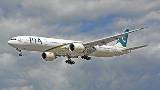 Un avión con 47 personas a bordo se estrelló en el norte de Pakistán