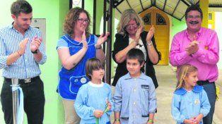 Con los chicos, la ministra Balagué, los directivos y autoridades locales.