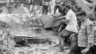 pavoroso. Cuando extraemos cuerpos, a veces hay cinco, a veces hay diez, confió un militar indonesio.