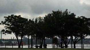 Feriado con cielo nublado y vientos del sudeste que anuncian probabilidad de lluvias
