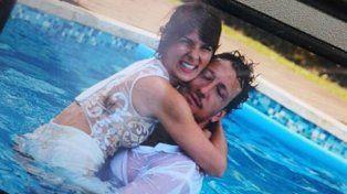 Gime y Nico primero posaron para las fotos románticas y después terminaron en la pileta.