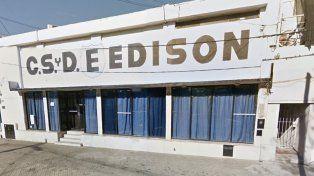 El chico herido estaba jugando con un grupo de amigos frente al Club Edison, en barrio Industrial.