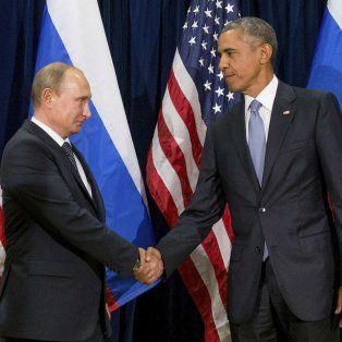 Desconfianza. Putin y Obama cruzan un frío apretón de manos el 28 de septiembre de 2015 en la ONU.