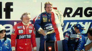 El único del 82. Keke celebra flanqueado por Lauda (3º) y Prost (2º) en Dijon, donde se corrió el GP de Suiza. Faltaban 3 para el final.