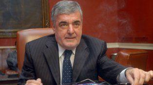 El gobernador de Chubut disparó contra Macri