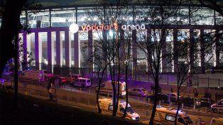 Reportan muertos y heridos tras explosiones cerca de un estadio en Estambul