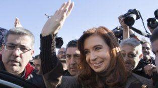 respaldo. En julio una multitud acompañó a Cristina a Tribunales.