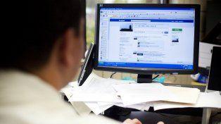 La más popular de las redes sociales levanta la guardia contra las informaciones falsas