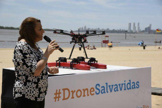 La intendenta en la presentación del drone.