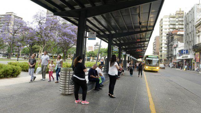 La plaza Sarmiento. El lunes a la mañana no habrá ómnibus ni locales ni interurbanos.