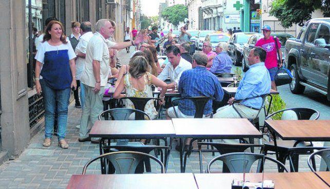 Nueva imagen. El tradicional bar El Cairo amplió sus servicios.