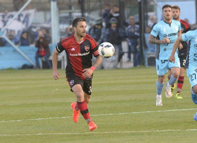 Por más gritos. Scocco es el máximo goleador rojinegro en el torneo con cinco tantos.