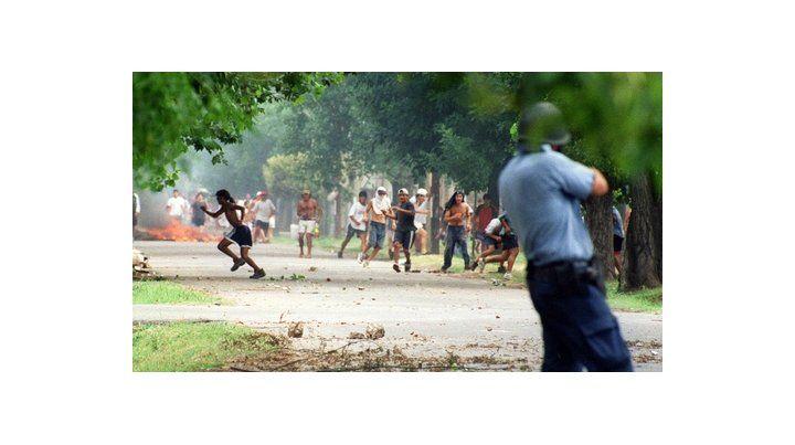 a quemarropa. El estallido social y las protestas de diciembre del 2001 recibieron una feroz respuesta repetida en el país: represión con balas.