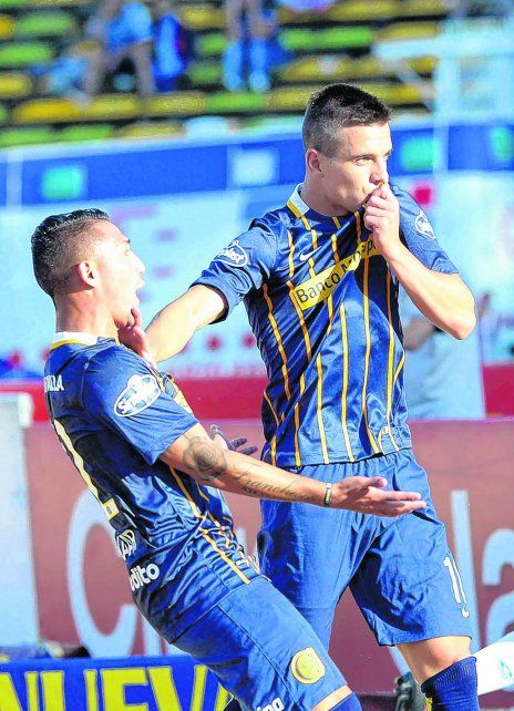 Amor incondicional. Lo Celso se besa la camiseta luego de marcar su gol