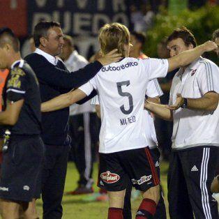 La efusividad de los compañeros, el saludo al árbitro y al técnico no dejaron dudas: se retiró Mateo.