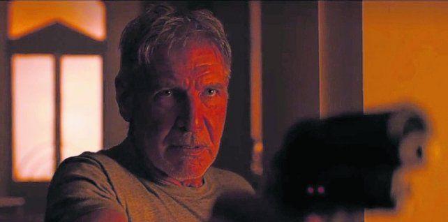 Protagonista. Harrison Ford retoma su papel de Rick Deckard.