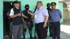 Discusión. El jefe antidrogas José Moyano responde al gobernador Ricardo Colombini, que estaba enfureciedo.