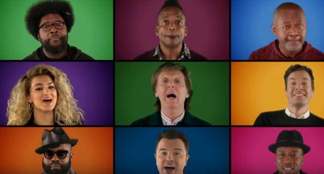 Los famosos se reúnen para cantar una de las canciones con espíritu navideño de Paul McCartney.