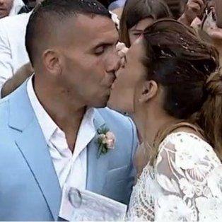 Carlitos dió el sí y se casó con Vanesa Mansilla en el Registro Civil de San Isidro