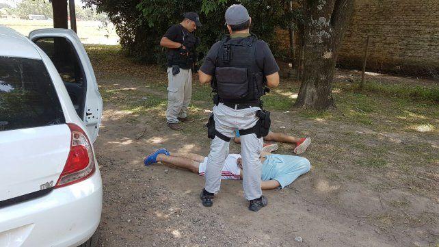 Detienen a tres hombres con una importante cantidad de drogas y armas de guerra