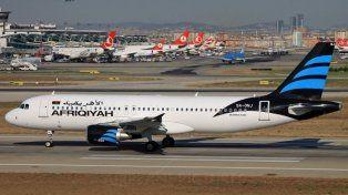 Un avión libio aterrizó el viernes en Malta con aparentemente dos secuestradores a bordo.