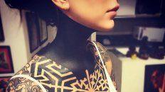 candelaria tinelli se volvio a tatuar y se tapo el cuello de color negro