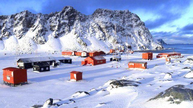 Una banda militar tocó Imagine de John Lennon en un concierto por la paz en la Antártida