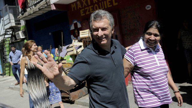 Macri y Margarita Barrientos esta durante la recorrida que hicieron esta mañana.