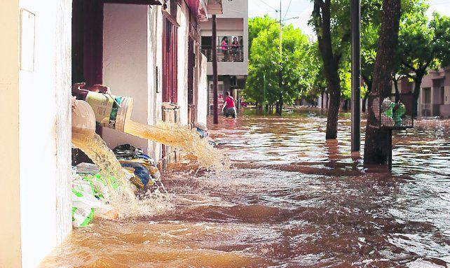ciudad bajo agua. Muchas viviendas de barrios de Pergamino quedaron completamente anegadas.